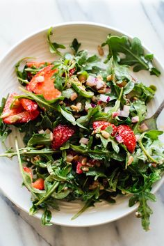 Strawberry Arugula Salad This sweet and spicy strawberry salad can serve as your meal or as a side salad. Arugula Salad Recipes, Salad Dressing Recipes, Big Salad, Soup And Salad, Salads For A Crowd, How To Cook Quinoa, Sweet And Spicy, Bunt, Healthy Eating