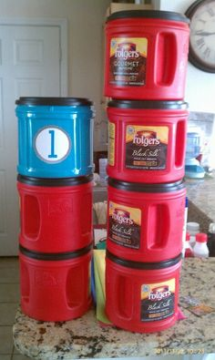 DIY Stackable Recycled Storage Containers: Use spray paint for plastic on Folger's coffee canisters. Link has free printable polka dot labels if you want to add numbers. Do It Yourself Organization, Classroom Organization, Classroom Management, Storage Organization, Toy Storage, Cheap Storage, Craft Storage, Puzzle Storage, Playroom Storage