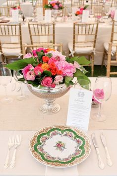 We love the pop of colour from this beautiful centrepiece against the intricacy of the vintage crockery - just lovely.