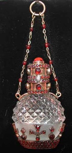 Continental garnet, crystal and silver gilt scent bottle, possibly Austrian, with garnet encrusted chatelaine chain, 5 cm high. Antique Perfume Bottles, Vintage Bottles, Potion Bottle, Bottle Art, Bottles And Jars, Glass Bottles, Perfumes Vintage, Non Plus Ultra, Beautiful Perfume