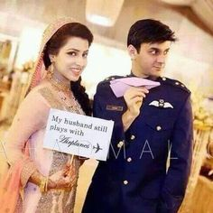 Military Couples, Military Life, Army Couple Pictures, Pak Army Soldiers, Pakistan Armed Forces, Pakistan Army, Normal Girl, Pakistan Fashion, Army Men