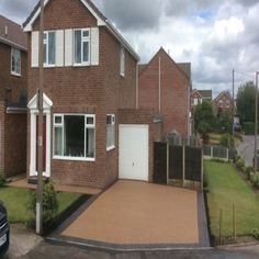 Find out whether resin bound or resin bonded is the choice for you in The Yorkshire Resin Company's guide to both surfaces. Front Driveway Ideas, Resin Driveway, Resin Bond, Front Gardens, Driveways, Yorkshire, Deck, Outdoor Decor, Sidewalks