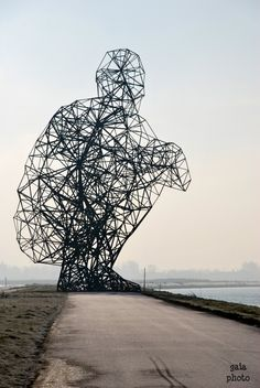 Sculpture by Antony Gormley. Height 25 m 44000 kg Outdoor Sculpture, Outdoor Art, Straw Sculpture, Metal Sculptures, Abstract Sculpture, Land Art, Contemporary Sculpture, Contemporary Art, Art Texture