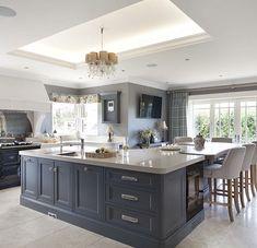 Kitchen Design Open, Luxury Kitchen Design, Small Space Kitchen, Interior Design Kitchen, Small Spaces, Open Concept Kitchen, Elegant Kitchens, Bespoke Kitchens, Luxury Kitchens