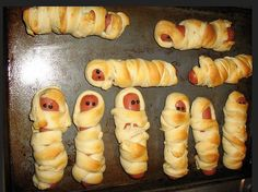 One of our favorite and easy Halloween dinners to make for the kids.Mummy Pizza and Mummy Dogs. Fun for a party or before trick-or Scary Halloween Food, Halloween Party Snacks, Fete Halloween, Halloween Appetizers, Halloween Desserts, Halloween Ideas, Halloween Season, Halloween Stuff, Halloween Decorations