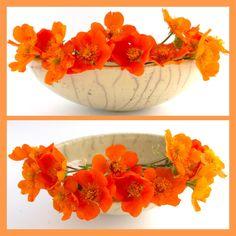 Raku-Schale mit Blüten