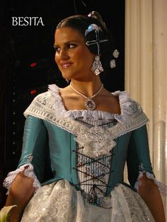 corpiños de valenciana - Buscar con Google Folk Costume, Costumes, Daisy Mae, Marie Antoinette, Beautiful Dolls, Traditional Outfits, Old And New, Doll Clothes, Sari