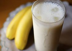 Food that'll make you close your eyes, lean back, and whisper Low Calories, Lassi, Glass Of Milk, Banana, Make It Yourself, Food, Essen, Bananas, Meals