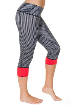 96bbff9933d28 Perfect capri for spinning and late night drinks. #onzie  http://evolvefitwear