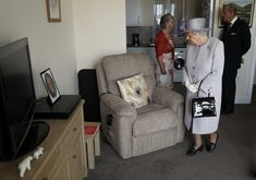 What's more, she appeared to contemplate sitting on a stranger's chair during a visit to Priory View in Dunstable, an independent living scheme for older residents. 65th Anniversary, House Of Windsor, Her Majesty The Queen, Save The Queen, Outfits With Hats, King George, Queen Elizabeth Ii, The Crown, Rare Photos