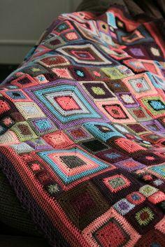 Babette Blanket  http://gingerschatz.blogspot.de/2011/09/tutorial-crazy-patchwork-klimt-blankets.html