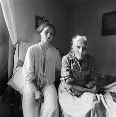 (Imágenes: Fotografías de Emmet Gowin, Escenas familiares, Danville, Virginia, 1970)