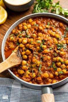 Vegetarian Curries: Instant Pot or Stovetop Chana Masala - a delicious lighter version of this popular vegetarian fragrant curry. Dairy Free, Gluten Free, Vegan, Slimming World and Weight Watchers friendly. Chickpea Recipes, Veg Recipes, Curry Recipes, Indian Food Recipes, Vegetarian Recipes, Cooking Recipes, Healthy Recipes, Garbanzo Bean Recipes, Vegetarian Diets