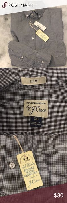 Men' J Crew button down This is the sort every guy needs! It is soft thanks to the J Crew multi wash process. 💯 percent cotton, button down collar, machine wash. Fits : chest 32-34, Neck 13-13.5, waist 26-28, arm length 31-32 J. Crew Shirts Casual Button Down Shirts