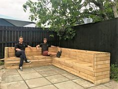 this wooden pallet couch is left pretty unstained, this is simply sanded very well and ofcourse a lot of supplies were needed for the execution of this pallet wood project. None of the above creations is any lesser that a whole achievement as they are cheap, they are handy and above all absolutely in accordance to our priorities.