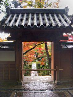 ryoan-ji_zen_garden  http://www.japanesegardens.jp/gardens/famous/000039.php