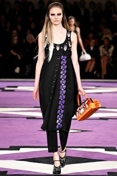 See the complete Prada Fall 2012 Ready-to-Wear collection.