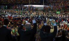 Cerimônia de abertura da Olimpíada - 5/8/2016 Público se empolga com a entrada da delegação brasileiraimagem: ANTONIO BRONIC/REUTERS