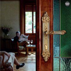 <h3>Tiffany-Stil Türgriffe und Fenstergriffe Kollektion mit Swarovski® Mesh Kristall bestehend aus: Türbeschlag mit Rosette oder Langschild, für (BB),(PZ), oder Bad / WC. Mit passende Fenstergriffe. Verfügbar in: Zinn, franzözischem Gold, vergoldet und matt patiniert Ausführungen.</h3>