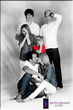 Parents kissing...#gross #Family #Portrait