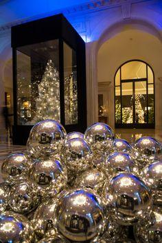 Christmas lobby George V, Paris, Jeff Leatham Luxury Christmas Tree, Christmas In Paris, Christmas Time Is Here, Beautiful Christmas Trees, Christmas Home, Christmas Holidays, Christmas Ideas, Commercial Christmas Decorations, Jeff Leatham