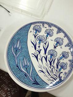 Dilek hanım Turkish Plates, Turkish Art, Turkish Tiles, Ceramic Plates, Decorative Plates, Islamic Patterns, Pottery Designs, Tile Art, Mandala