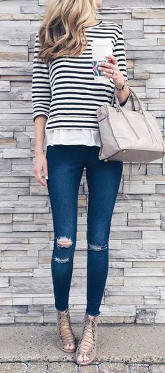 casual style perfection: top + rips + sandals