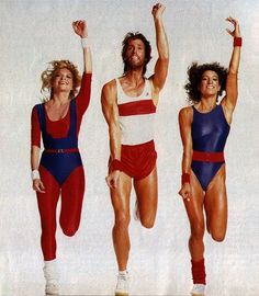The fitness craze dominated the The ideal body was sporty and muscular. Aerobics and jazzercise were the ideal sports to workout. People were seen wearing legwarmers, shinny leggings and leotards. Retro Fitness, Moda Fitness, Fitness Music, 80s Fashion, Sport Fashion, Fitness Fashion, Fitness Outfits, Dance Fashion, 80s Aerobics Outfit