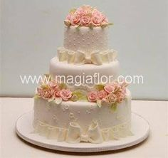 Resultado de imagen para bolos cenográficos para casamento com flores Cakes And More, Holidays And Events, Cake Toppers, Wedding Cakes, Projects To Try, Hair Beauty, Desserts, Food, Birthday Cakes