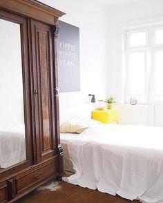 Happy Evening  #art #artboxone #bedroom #cupboard #decor #decoration #einrichtung #germaninteriorbloggers #Hamburg #hh #home #inspiration #interieur #interior4all #interiorbloggers #interiordesign #interiores #interiorstyling #krawallundremmidemmi #myhome #roomforinspo #wallart #yippieyippieyeah