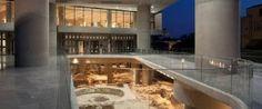 Τρισδιάστατες προβολές στο Μουσείο της Ακρόπολης  31/01/2012 — 1ο Χολαργού   Επεξεργασία    Τα μνημεία της Ακρόπολης, φωτογραφημένα και βιντεοσκοπημένα άπειρες φορές, δεν παύουν να καταπλήσσουν με την αρτιότητα και ομορφιά τους. Πόσοι όμως γνωρίζουν τα «μυστικά» που κρύβει ο μοναδικός Παρθενώνας, τα μεγαλοπρεπή Προπύλαια ή οι κομψοί ναοί του Ερεχθείου και της Αθηνάς Νίκης;    Από αυτό το Σαββατοκύριακο, 4 και 5 Φεβρουαρίου, τα μνημεία το