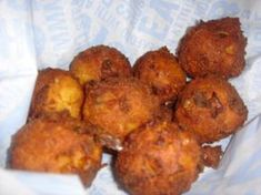 Joe's Crab Shack Copycat Recipes: Hush Puppies These are so light! Side Dish Recipes, Fish Recipes, Seafood Recipes, Appetizer Recipes, Great Recipes, Cooking Recipes, Favorite Recipes, Appetizers, Side Dishes