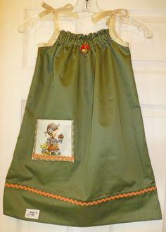 Tutorial: many of the pillowcases out there are a solid color but they can still make very special dresses for little girls in need. Pillowcase Dress Pattern, Pillowcase Dresses, Peasant Dresses, Kids Clothes Patterns, Clothing Patterns, Kids Clothing, Dress Patterns, Special Dresses, Cute Dresses