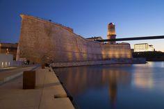 Fort Saint Jean de #Marseille, il fait partie d'un complexe militaire indissociable de l'histoire de Marseille. Pendant les croisades, il servait de point de départ des troupes vers la Terre sainte. #voyages #visiter