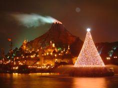Mediterranean Harbor   Harborside Christmas,Tokyo Disney Sea-Japan #japan #travel #christmas