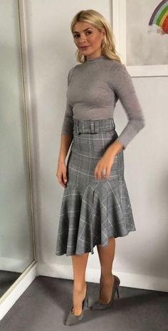 2019 Holly Willoughby Just Wore the Perfect Outfit, and the Whole Thing Costs - Fashion Moda 2019 Office Outfits, Stylish Outfits, Cool Outfits, Look Office, Office Wear, Casual Office, Office Attire, Stylish Office, Office Style