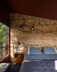 Dormitorio en vivienda unifamiliar moderna de dos plantas