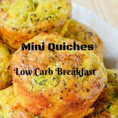 These little bites (mini quiches) are easy to make, store and transport, bursting with flavor. Recipe for mini quiches in muffin tin - As you have time, you can make as many mini quiches. Mini Quiche Recipes, Breakfast Crockpot Recipes, Muffin Tin Recipes, Cooking Recipes, Egg Recipes, Healthy Recipes, Breakfast Quiche, Low Carb Breakfast, Breakfast Meals