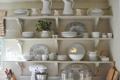 Pretty open shelving in country kitchen New Kitchen Cabinets, Kitchen Shelves, Kitchen Storage, Open Kitchen, Kitchen Racks, Kitchen Organisation, Organized Kitchen, Kitchen Display, Smitten Kitchen