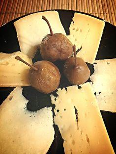 Degustazione di formaggi e pere volpine