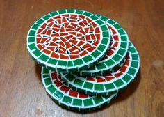 Ambiente Bariri: Porta-panelas em mosaico 3 Mosaic Art, Mosaic Tiles, Mosaic Stepping Stones, Mosaic Madness, Mosaic Patterns, Stained Glass, Coasters, Flora, Projects To Try