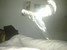 Angels Unaware: 18 Mysterious Pictures Of Angels Among Us - Viral Believer Real Ghost Pictures, Ghost Images, Ghost Photos, Angel Pictures, Real Angels, Angels Among Us, Angels And Demons, Angel Sightings, Ghost Sightings