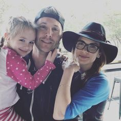Dean Winchester is my hero. And Jensen & Danneel are constantly ruining my life with their perfection. Castiel, Supernatural Fans, Supernatural Seasons, Dean Winchester, Smallville, Zeppelin, Danneel Harris, Jensen Ackles Family, Samantha Smith