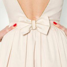 Robe avec décolleté et nœud au dos, Mademoiselle R