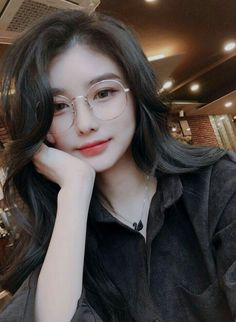 brille Nettes koreanisches Mädchen, Ulzzang Where Do I Find Large Size Boots? Pretty Korean Girls, Cute Korean Girl, Cute Asian Girls, Beautiful Asian Girls, Cute Girls, Korean Lady, Korean Girl Ulzzang, Ulzzang Girl Fashion, Korean Makeup Ulzzang