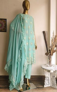 Gota Foil Work motifs on the front Kurta and Pant set with matching Mukaish work dupatta in Georgette . Trendy Suits, Classy Suits, Dress Indian Style, Indian Outfits, Indian Attire, Indian Dresses, Indian Wear, Simple Kurta Designs, Simple Pakistani Dresses