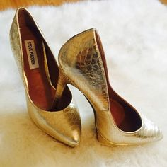 Steve Madden gold pumps Gold Python print platform pumps. Height over 3in. Used but in great condition. Do not have box or dust bag Steve Madden Shoes Heels
