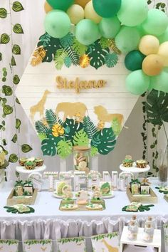 first birthday parties Jungle Theme Birthday, 1st Birthday Party For Girls, Gold Birthday Party, Birthday Party Themes, Jungle Theme Decorations, Birthday Table Decorations, Baby Shower Niño, Safari Party, Dessert Table