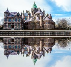 Bavo kerk aan de Leidsevaart Haarlem Holland Netherlands, New York City, Dutch, Memories, Mansions, House Styles, Building, Gem, Reflection