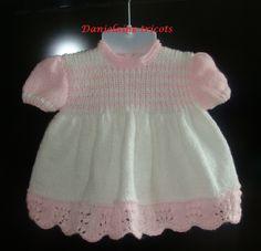 Robe tricotée à la main pour bébé naissance/1 mois : Mode Bébé par danielaine-tricots-enfants